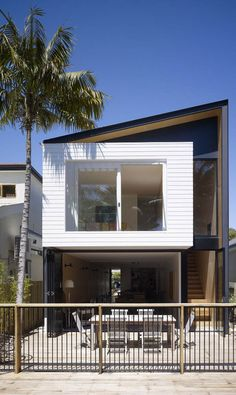 Minimalit House Design In Narrow Area With Modern Facade Made From Wood With Iron Fence New minimalist house design with modern minimalist house facade Home design Narrow House Designs, Small House Design, Modern House Design, Contemporary Design, Modern Minimalist House, Small Modern Home, Style At Home, Modern House Facades, Modern Houses
