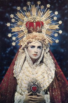 La Madone au coeur blessé, Pierre Commoy and Gilles Blanchard. Religious Icons, Religious Art, Foto Fantasy, Fantasy Story, Jesus E Maria, La Madone, Tilda Swinton, Photocollage, Blessed Mother