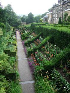 Biddulph Grange, Staffordshire, England Yea, I think I can make my garden look like this!