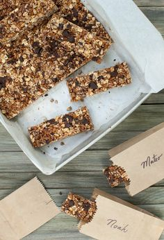 Travel snacks and an easy Chocolate-Oat Cereal Bar recipe - Simple Bites Crispy Treats Recipe, Rice Crispy Treats, Oat Cereal Bars Recipe, Köstliche Desserts, Delicious Desserts, Chocolate Oats, Granola Bars, Oat Bars, Snack Recipes