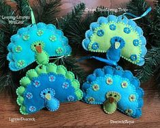 felt creations Wool blend felt mouse ornament/ choices are:WhiteTanCinnamonSmoke Gray(Please choose color from drop down menu).Ornaments are blanket stitched by hand in coordinating col Peacock Ornaments, Peacock Crafts, Felt Ornaments Patterns, Felt Patterns, Felt Diy, Handmade Felt, Easy Felt Crafts, Felt Mouse, Felt Embroidery