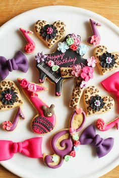 ヒョウ柄とハートとピンクとむらさきとピアノのアイシングクッキー : coupe-feti LOoove the Leopard Hearts... :) !!