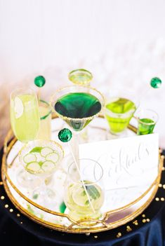 Yes to bright green colored cocktails // Stephanie Yonce Photography Old Irish Blessing, Green Gold Weddings, Early Spring Wedding, 100 Layer Cake, Cocktails, Drinks, Cocktail Recipes, Luck Of The Irish, Signature Cocktail
