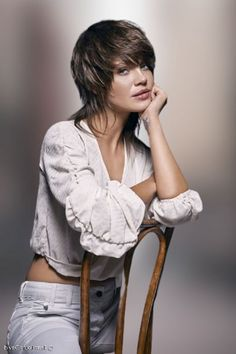 Amazing layered short & long haircuts for women with round face in 2020-2021 Long Hair With Bangs, Short Hair Cuts, Short Hair Styles, Women Haircuts Long, Hairstyles With Bangs, Amazing, Face, Fashion, Bob Styles