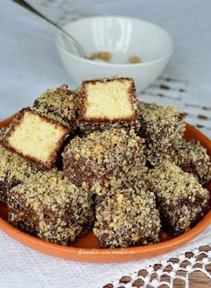 Romanian Desserts, Romanian Food, Dessert Drinks, Dessert Bars, Oatmeal Lace Cookies, Sweet Recipes, Cake Recipes, Sweet Cooking, Pastry Cake