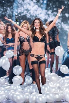 The secret to how Victoria Secret models get their toned abs.
