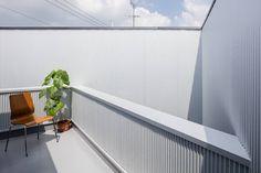 建築設計事務所SAI工房의 발코니, 베란다 & 테라스