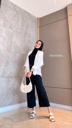 Modest Fashion Hijab, Modern Hijab Fashion, Street Hijab Fashion, Casual Hijab Outfit, Hijab Fashion Inspiration, Muslim Fashion, Casual Outfits, Fashion Outfits, Hijab Fashionista