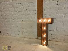 Letras con luces - letras con bombillas - letras luminosas - iniciales madera