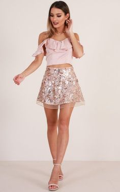 Golden Rush Skirt In Gold Sequin Produced – Fashion High Waist Shorts Women Skirt Outfits, Dress Skirt, Cute Outfits, Look Disco, New Years Eve Outfits, Vegas Outfits, Summer Outfits, Sparkle Skirt, Girls In Mini Skirts