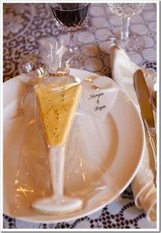 Decorated Champagne Glass Cookie Party Favors–DIY