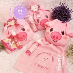 """HAMPERS MANYUE BANDUNG di Instagram """"Chibi chibi oink oink piggy..🐽🐷🐖 Piggy Hand towel and handsoap for hampers baby Bryanna one month 😘. . Specialized in 🎁Gift and Hampers for…"""" Gift Hampers, Hand Towels, Chibi, Christmas Ornaments, Holiday Decor, Creative, Baby, Gifts, Instagram"""