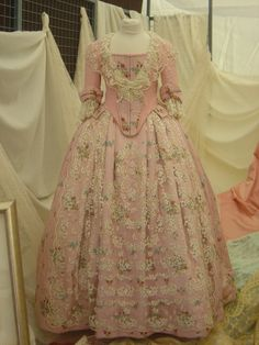 IDEAS PARA CORPIÑOS (FOTOS) Rococo, Little Girl Photography, 18th Century Fashion, Kids Fashion, Fashion Outfits, Retro Outfits, Victorian Fashion, American, Vintage Dresses