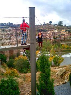Tirolina sobre el río Tajo en Toledo.