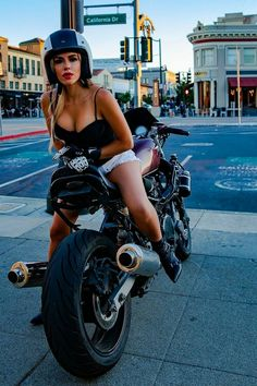 Lady Biker, Biker Girl, Biker Chick Outfit, Motard Sexy, Moto Biker, Chicks On Bikes, Motorbike Girl, Girl Riding Motorcycle, Tumbrl Girls