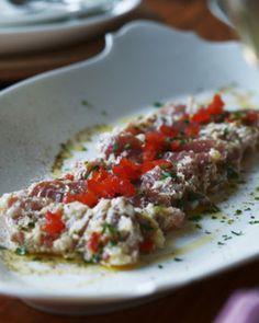 ソースが決め手!簡単「カルパッチョ」のおもてなしレシピ♪   キナリノ 手ごろな赤身マグロでつくるカルパッチョ。見た目にも華やかですね。