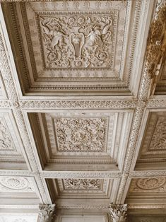 Château de Maisons was designed by François Mansart from 1630 to 1651 and is a vivid example of French baroque. The castle belonged to the family Longueil. Dome Ceiling, Ceiling Decor, Ceiling Design, Small Staircase, Sliding Curtains, Mirror Room, French Apartment, Small Wardrobe, Happy Photos