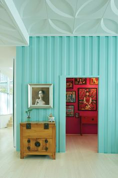 Pretty Turquoise Wall. contrasting with pink always looks fab #inspiration Mywebroom.com