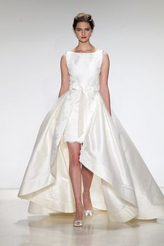 We can't get enough of this hi-lo hemline wedding dress from Anne Barge! (Photo: Dan Lecca)