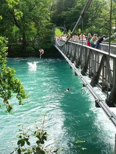 Swimming in the Aare river in Bern, Switzerland só para os corajosos Just swam here the other day! So invigorating! Switzerland Bern, Switzerland Tourism, Switzerland Vacation, Oh The Places You'll Go, Places To Travel, Places To Visit, Zurich, Wonderful Places, Beautiful Places