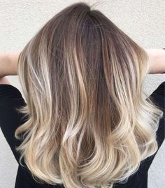 Ombré hair blond pour une crinière rayonnante cet été