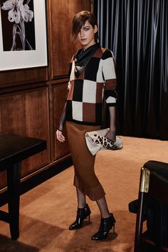 Max Mara   Pre-Fall 2016   05 White/brown/black checkered 3/4 sleeve sweater and brown midi skirt with pleated hem