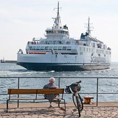 Færge til Danmark fra Sverige. You can take a ferry to Denmark and return from Sweden.
