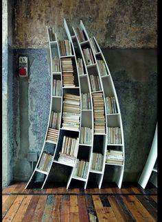 Scheve boekenkast