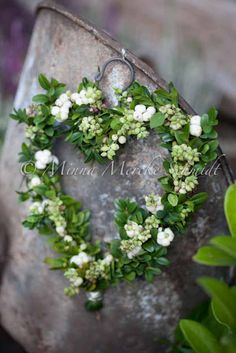 Pretty heart shaped green and white wreath
