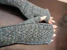 Sandra Mitten (Fingerless gloves) Free Knitting Pattern
