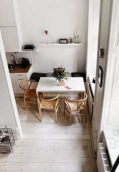 Small dining rooms and areas are inherently a lot more difficult to design than compact bedrooms and tiny living spaces. Turn a small dining room into a focal point of your house with these tips and tricks. Simple style and… Continue Reading → Küchen Design, Chair Design, House Design, Design Ideas, Modern Design, Design Blogs, Design Case, Small Apartments, Small Spaces