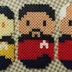 Pärlplatte-Star Trek, R: William T. Riker, försteofficer på USS Enterprise NCC 1701-D och Picards närmaste man. Sällan rådlös, spelar trombon, teater, poker och 3D-schack. Mästare på att sätta sig ner. Star Trek: The Next Generation (1987-1994) och fyra långfilmer (1994-2002). #pärlplatta #startrek #williamriker #riker #willriker