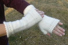 Ravelry: Susie Rogers' Reading Mitts pattern by Susie Rogers