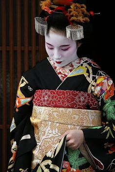 A first day as Maiko performer by Teruhide Tomori (busy in Tokyo), via Flickr