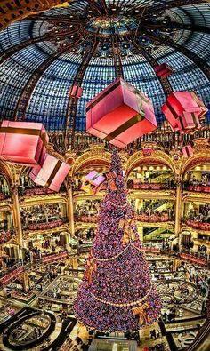 Galleries Lafayette. Paris France Christmas!!