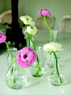 Decora tu mesa con diferentes mini- floreros de cristal
