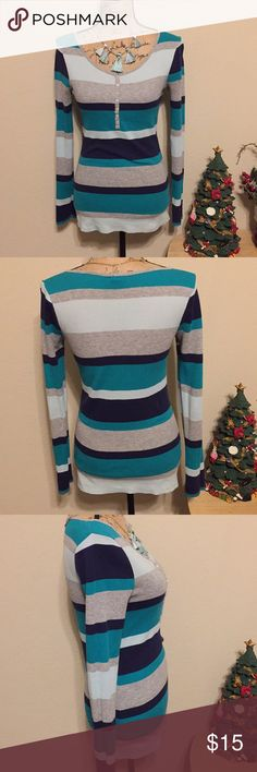 🎄MULTICOLOR OLD NAVY STRIPED SWEATER 🎄 🎄Gently used in good condition. Fits true to MP. 🎄 Old Navy Sweaters
