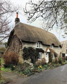 Thatched cottage I could picture a life in this house. Thatched House, Thatched Roof, Stone Cottages, Cabins And Cottages, English Country Cottages, English Countryside, Cute Cottage, Cottage Style, Beautiful Homes