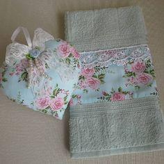 Conjunto toalhinha de lavabo e sache coração vintage Aceito encomendas - www.facebook.com/Pura Inspiração Artesanatos # toalhinha de lavabo #mimos #presentes #coração #vintage