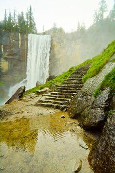 Vernal Falls at Yosemite National Park, Mist Trail.