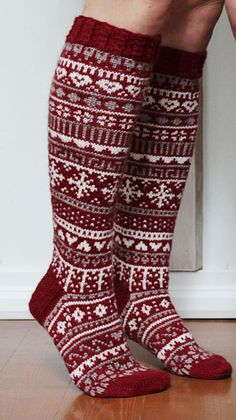 Fair Isle Knitting, Knitting Socks, Woolen Socks, Cross Stitch Christmas Stockings, Knit Or Crochet, Diy Clothing, Handmade Clothes, Leg Warmers, Mittens