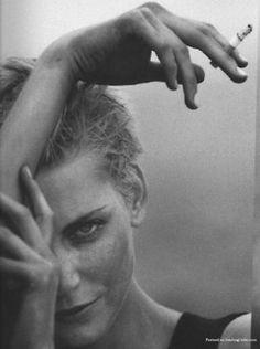 Nadja Auermann by Peter Lindbergh Nadja Auermann, Smoke Art, Dark Photography, Portrait Photography, Fashion Photography, Peter Lindbergh, Women Smoking, Smoking Girls, Beautiful Soul