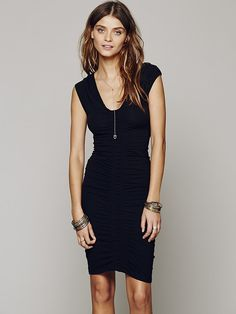 Free People Scrunch Me Up Midi Dress, http://www.freepeople.co.uk/whats-new/scrunch-me-up-midi-dress/_/CMPAGEID/Cat%3A%20what%5C%27s%20new/ Summer Work Outfits, Lil Black Dress, Black Wardrobe, Special Occasion Outfits, Ruched Dress, Bodycon Dress, Wardrobe Basics, Casual Dresses, Fashion Dresses