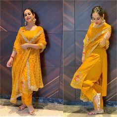Patiala Suit Designs, Kurta Designs Women, Kurti Designs Party Wear, Dress Indian Style, Indian Fashion Dresses, Indian Outfits, Ethnic Outfits, Bridal Suits Punjabi, Punjabi Dress