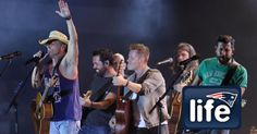 """Kenny Chesney and Old Dominion showed off some Patriots and Foxborough PDA on the final nights of the """"Spread the Love"""" Tour this weekend."""