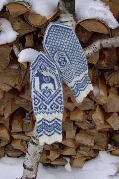 Fabulous blue & white nordic-themed mittens