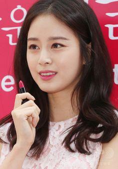韓国・ソウル(Seoul)で、化粧品ブランド「オフィ(O HUI)」主催のイベントに臨む、女優のキム・テヒ(Kim Tae-Hee、2014年10月26日撮影)。(c)STARNEWS ▼29Oct2014AFP|キム・テヒ、化粧品ブランド「オフィ」のイベントに登場 http://www.afpbb.com/articles/-/3030217 #Kim_Tae_Hee