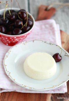 Yogurt Panna Cotta with Cherries // Joghurt Panna Cotta mit Kirschen