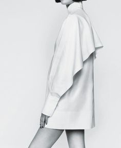 Balenciaga spring, minimal style, minimal fashion, white fashion, fashion m Style Outfits, Fashion Outfits, Womens Fashion, Fashion Trends, Fashion Details, Look Fashion, Fashion Design, Fall Fashion, Minimal Fashion