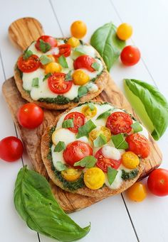 Mini Whole Wheat Pesto Caprese Pizzas.